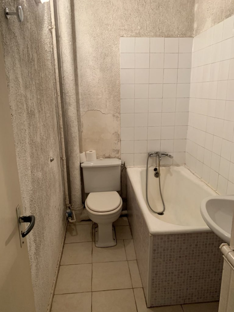 Salle de bain avant la rénovation