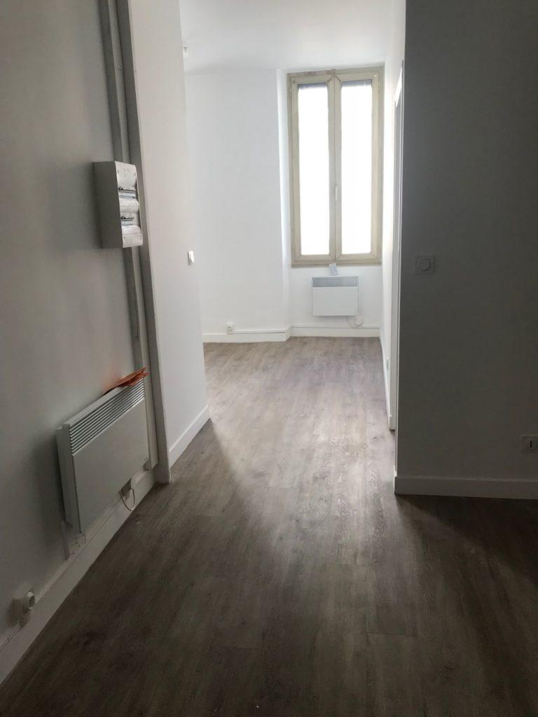 Après rénovation, le couloir