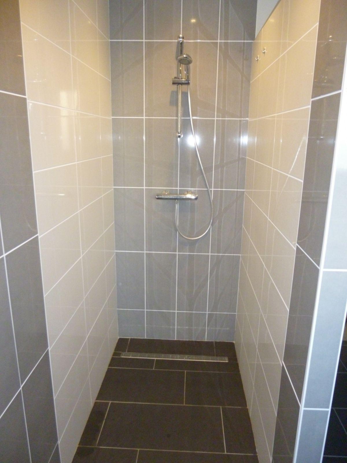 Pose de douche à l'Italienne par les experts en Plomberie NEOS BÂTIMENT, Marseille 13007